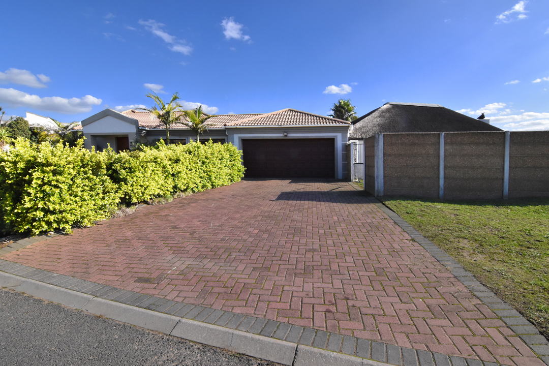 3 BedroomHouse Pending Sale In The Crest