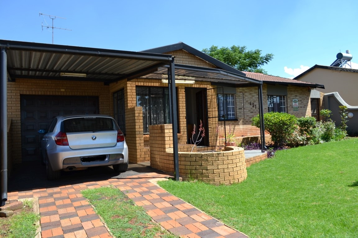 SPACIOUS HOME IN LENASIA SOUTH