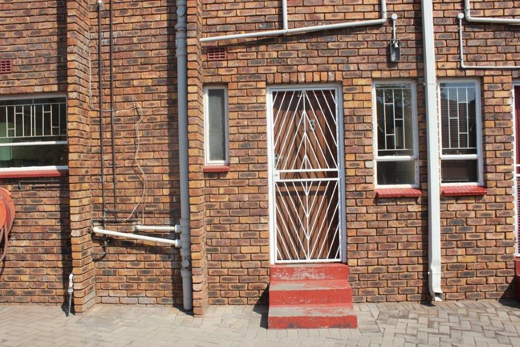 3 BedroomTownhouse For Sale In Voeltjiedorp