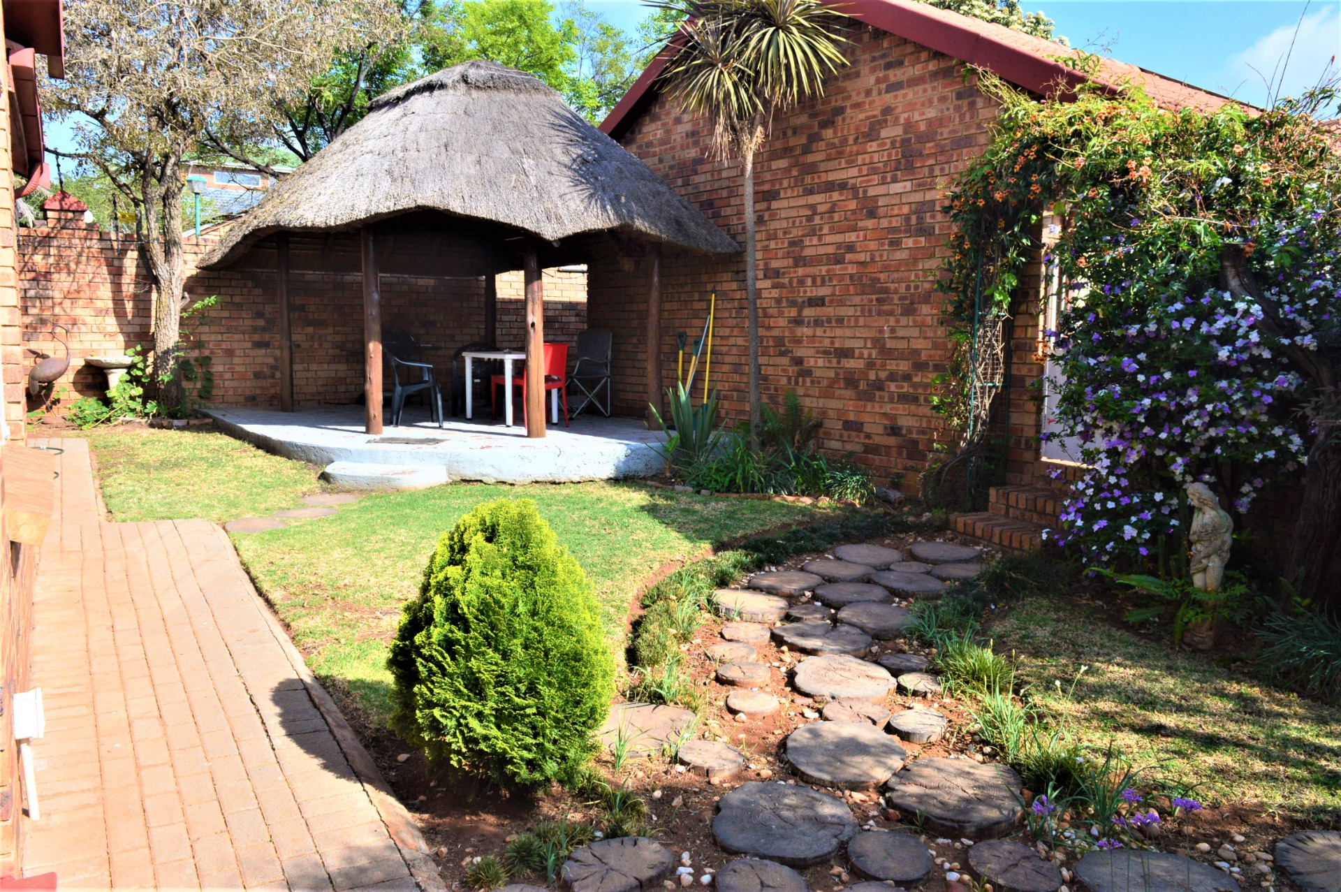 Dual Mandate: An awesome 3 bedroom 2 bathroom in Highveld