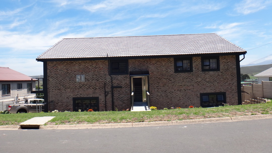Large, Beautiful 4 Bedroom House for sale in Fraaiuitsig
