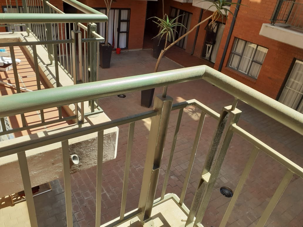 Bachelor flat for sale in Aucklandpark