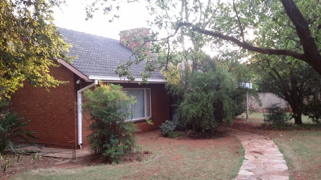 4 bed house with LARGE Granny Flat Murrayfield