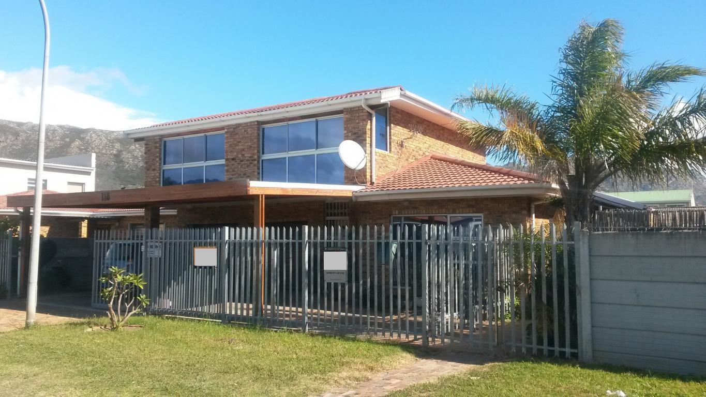 3 BedroomHouse For Sale In Gordons Bay