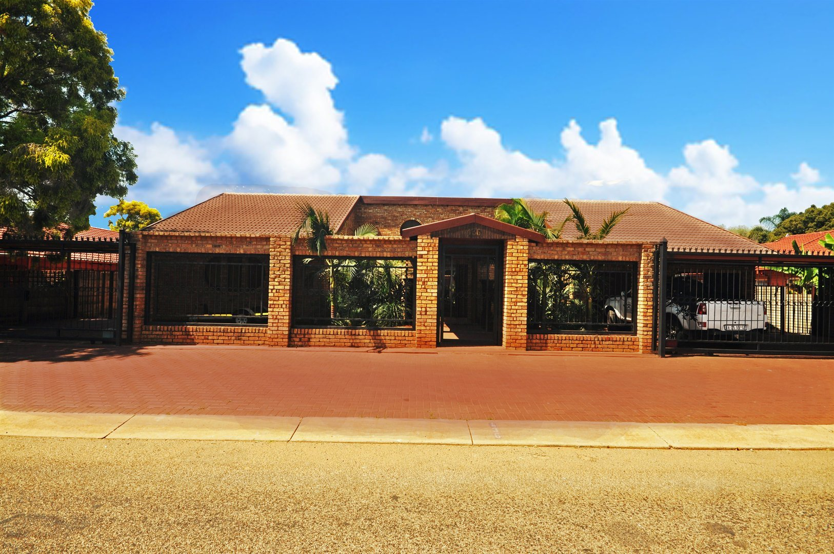 Stunning 4 bedroom house with furniture!!!!!