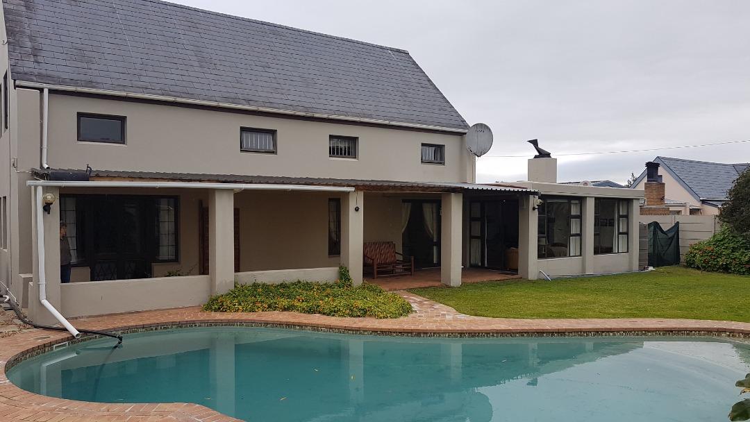 Farmhouse Home PLUS Office in Central Durbanville