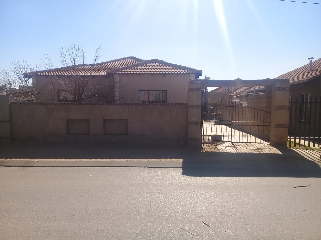Neat 3 Bedroom Home in Daveyton !