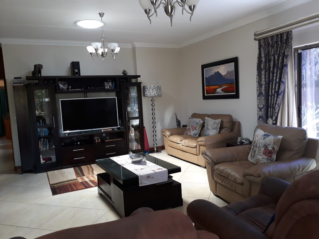 4 Bedroom House for sale in South Crest ENT0074591 : photo#3