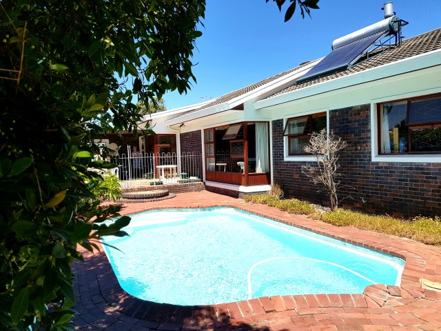 Gorgeous 4 Bed Family home in Constantia