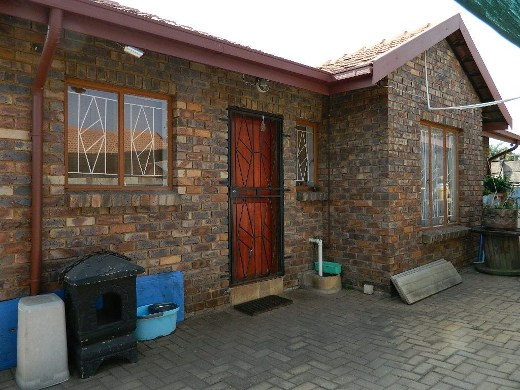 Priced to sell fast neat 3 bedroom home in Claremont.