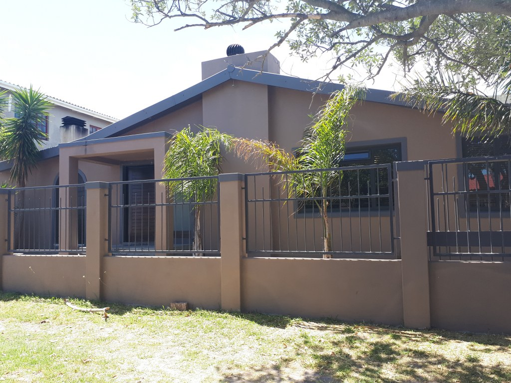 3 BedroomHouse For Sale In Onrus River