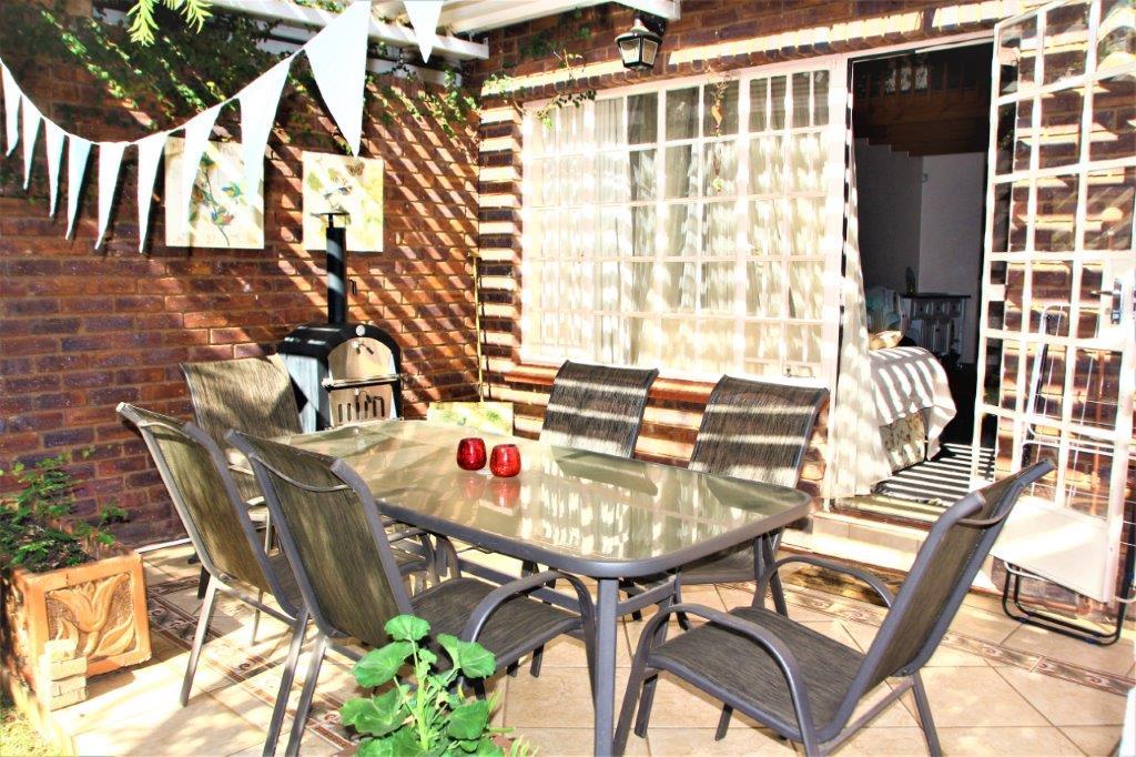3 Bedroom Townhouse for sale in Eldoraigne ENT0032709 : photo#1