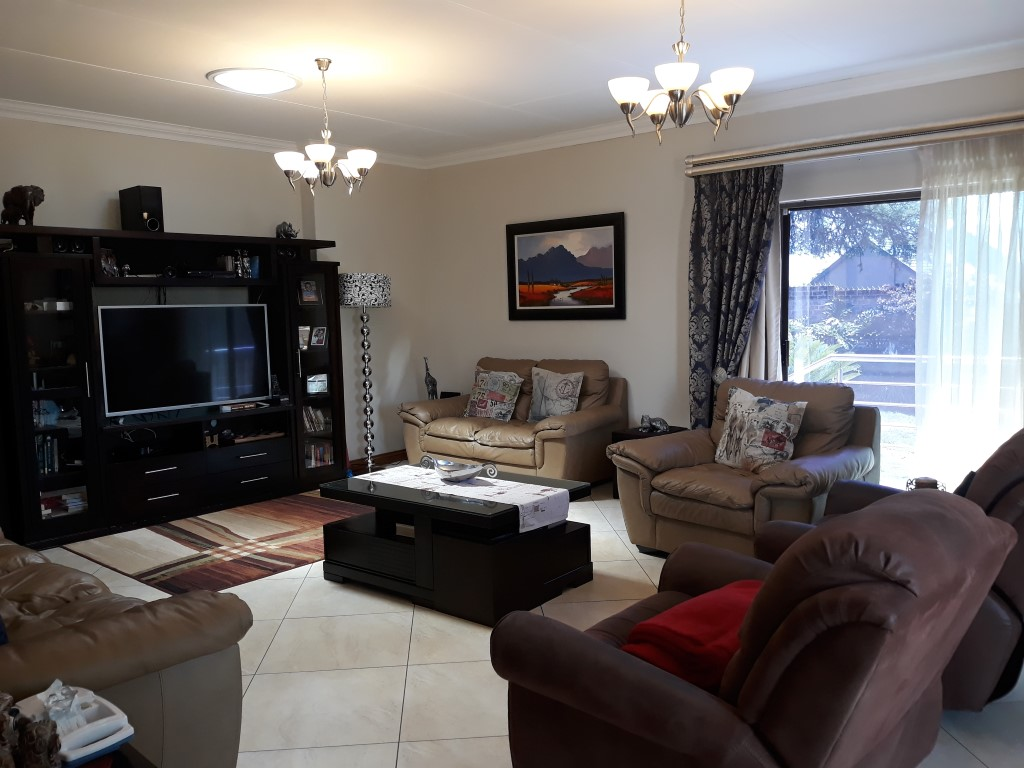 4 Bedroom House for sale in South Crest ENT0074549 : photo#4
