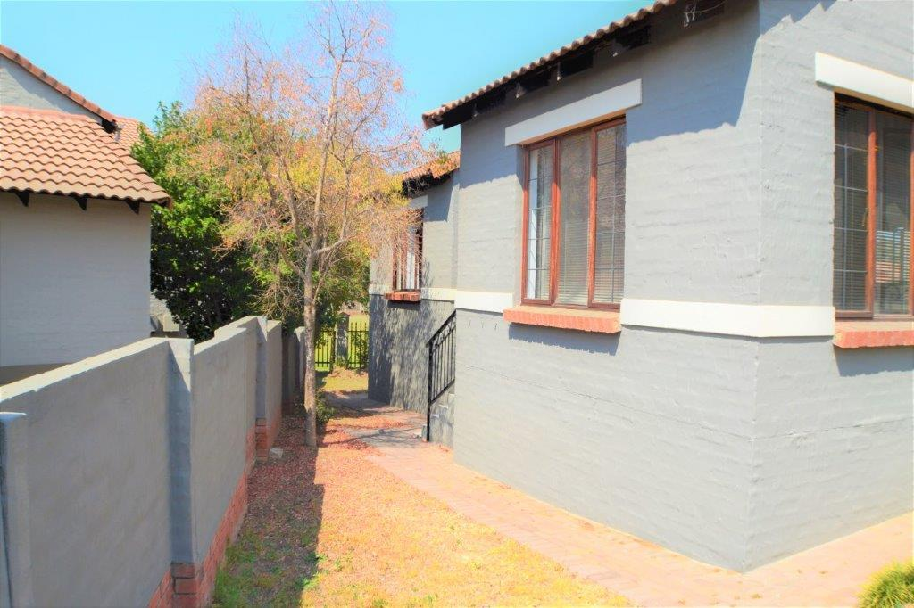 3 Bedroom Townhouse for sale in North Riding ENT0075414 : photo#3