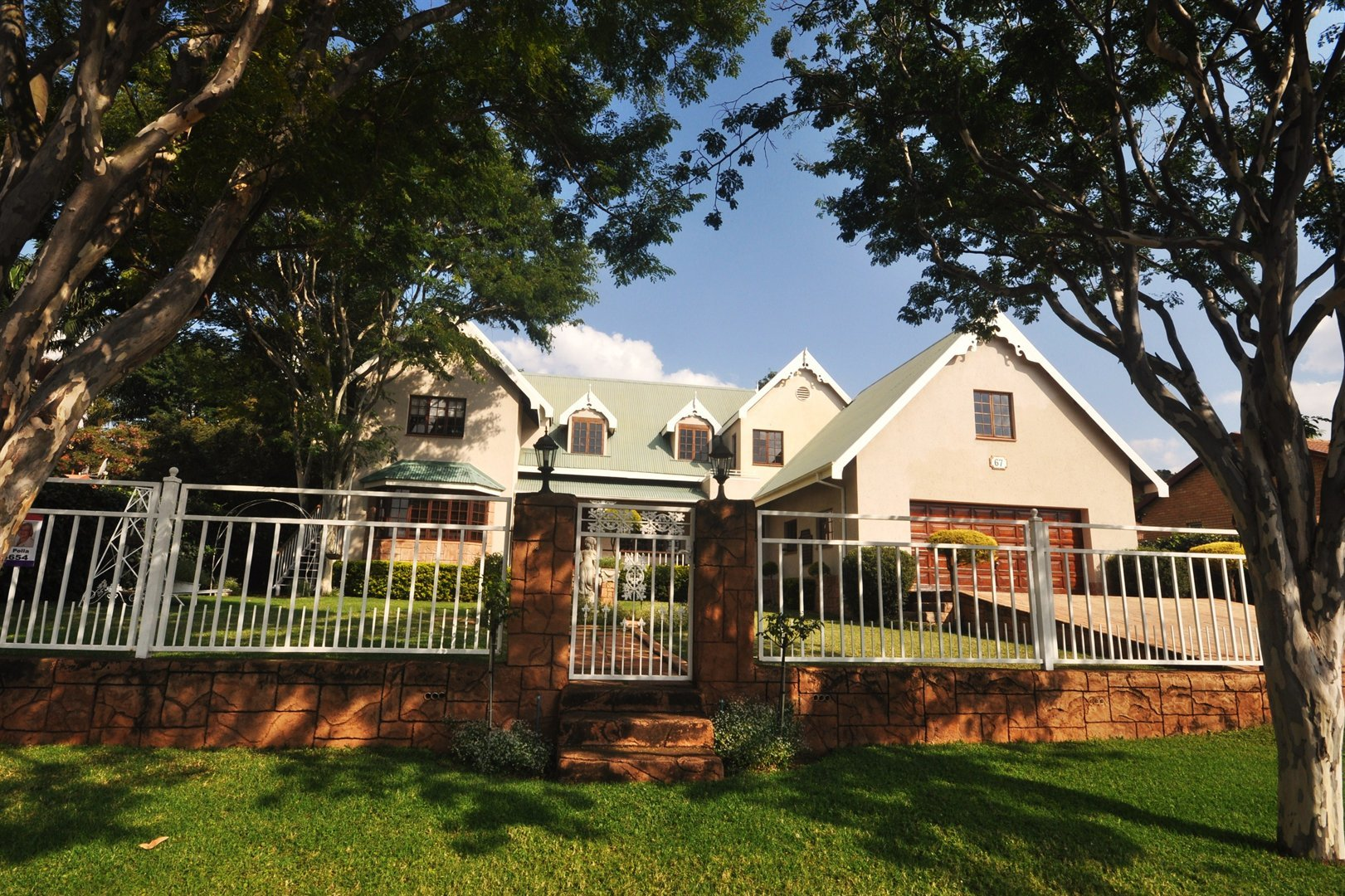 6 Bedroom House with Guest house opportunity