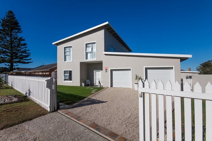 4 BedroomHouse For Sale In Schoenmakerskop