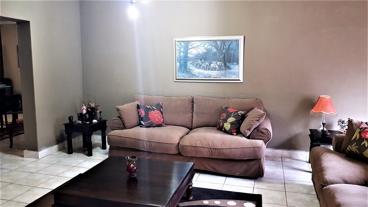 3 Bedroom House for sale in Verwoerdpark ENT0087064 : photo#2