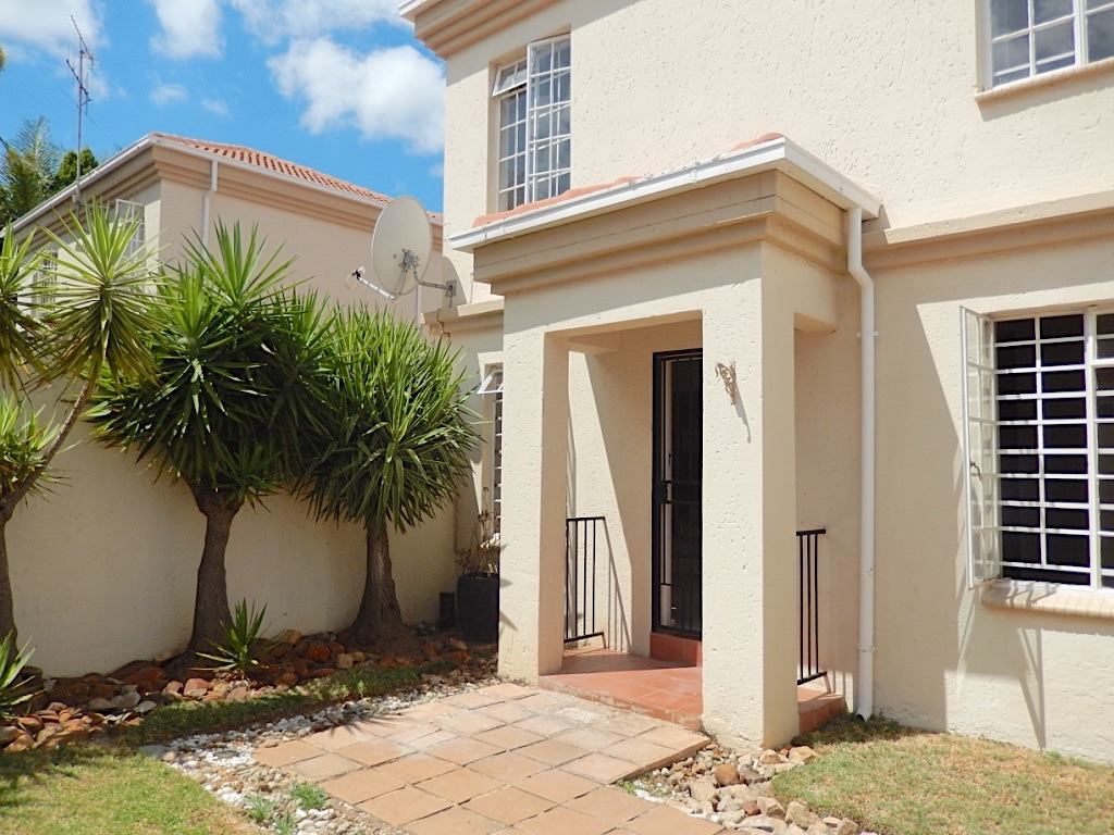 Duplex with excellent location in Garsfontein