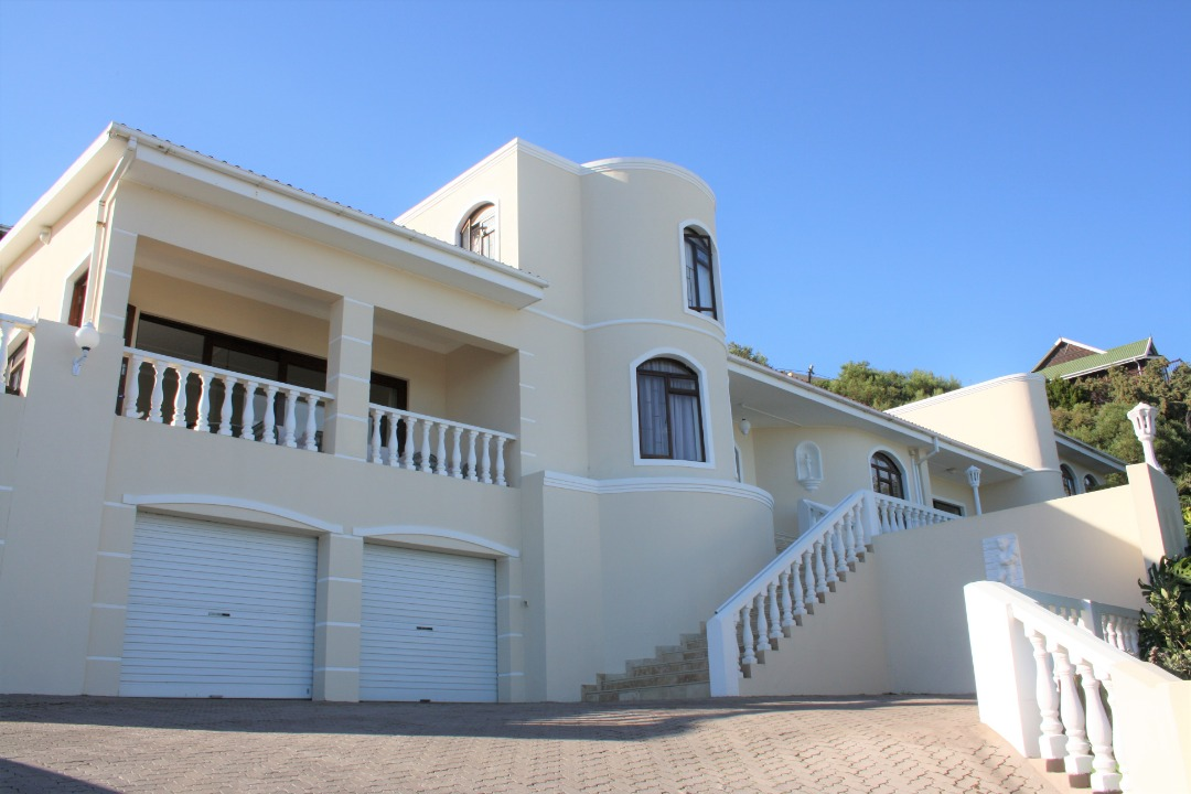 4 Bedroom Home in Outeniqua Strand with breath-taking sea view