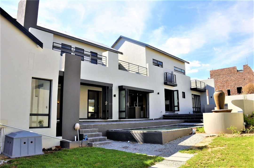 Prestigious Waterfall home - 4 bedroom house in Waterfall Country Estate
