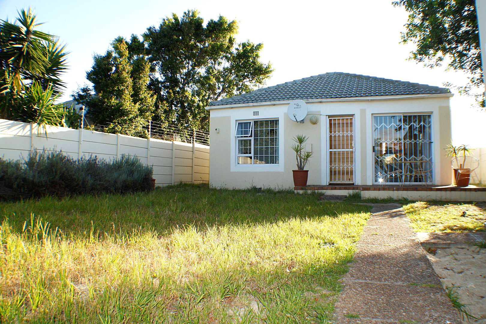 2 BedroomHouse For Sale In Milnerton
