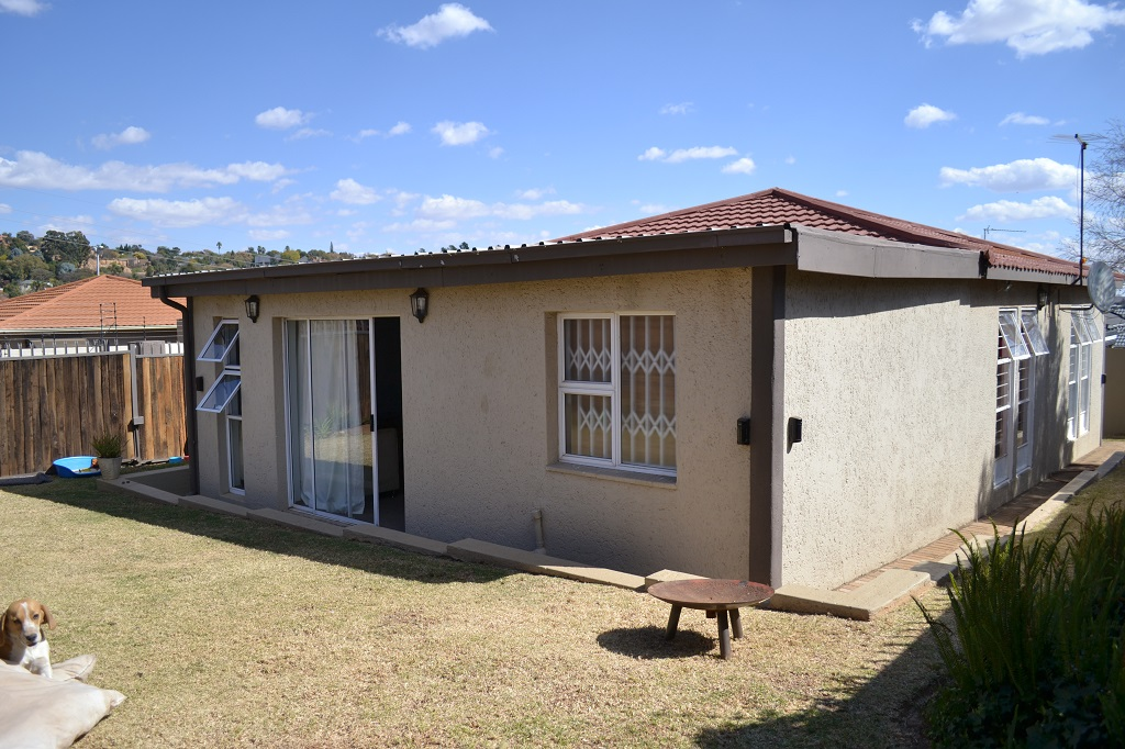 3 BedroomHouse For Sale In Noordheuwel Ext 9