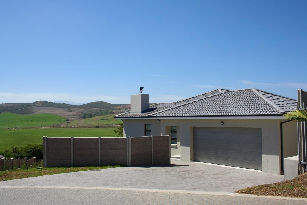 Brand-new, ultra-modern home in Reebok
