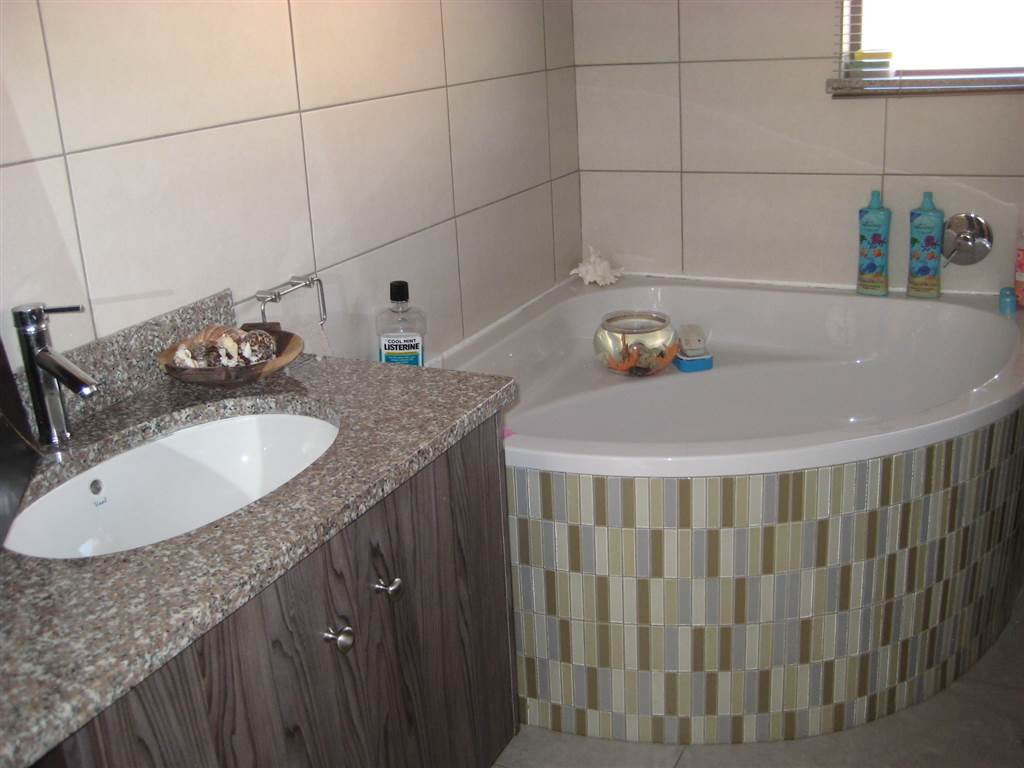 3 Bedroom House for sale in New Redruth ENT0070591 : photo#9