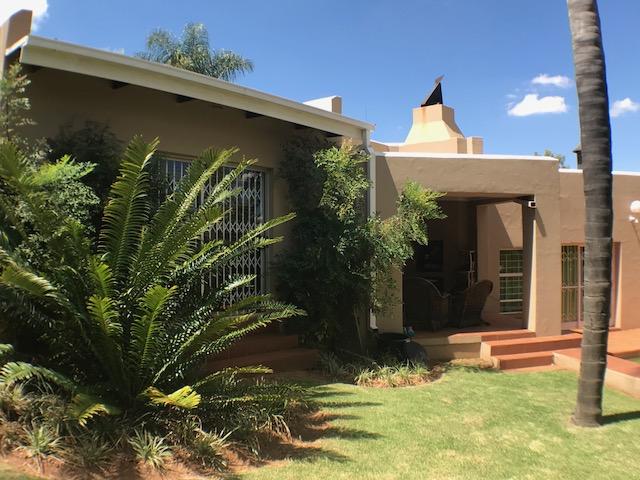 For sale 3 Bedroom, 2 Bathroom family home for sale in ERASMUSKLOOF, Pretoria east.