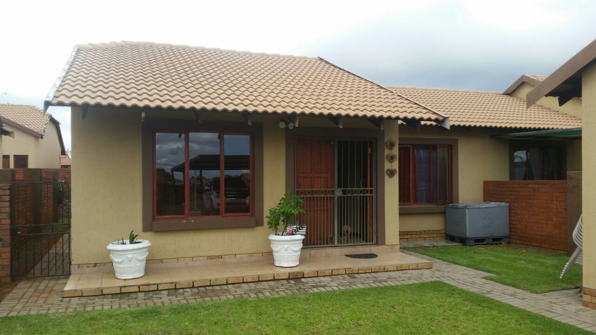 2 BedroomTownhouse For Sale In Krugersdorp