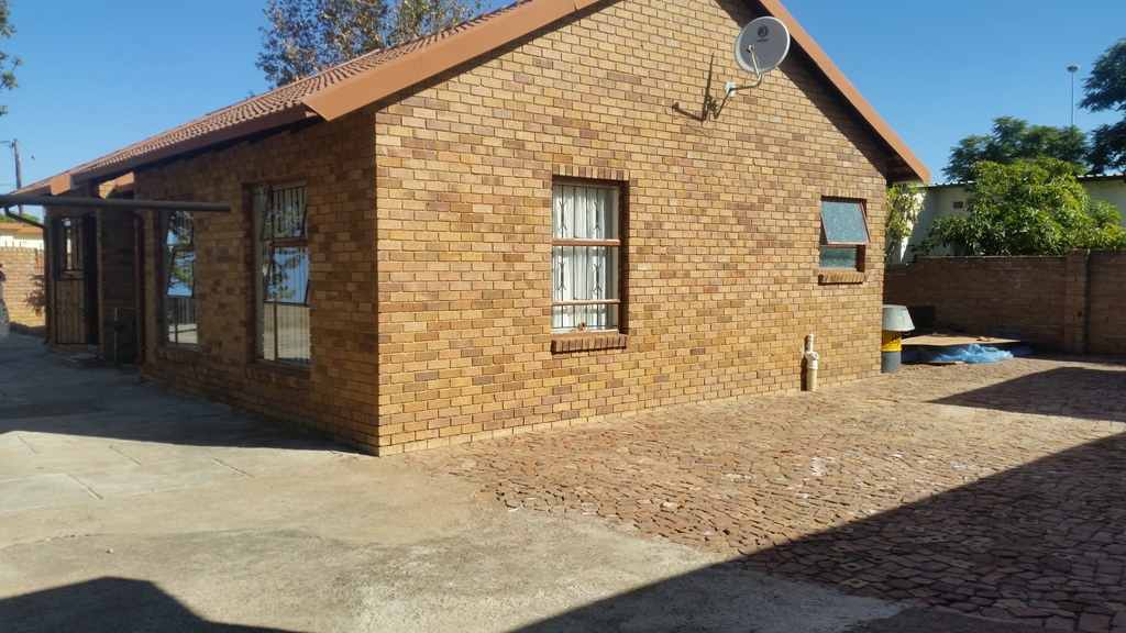 3 BedroomHouse For Sale In Lethlabile