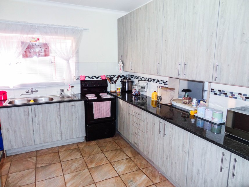 3 Bedroom House for sale in Claremont ENT0075223 : photo#2