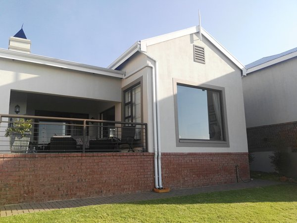 Breathtaking 3 Bedroom Home in Bankenveld