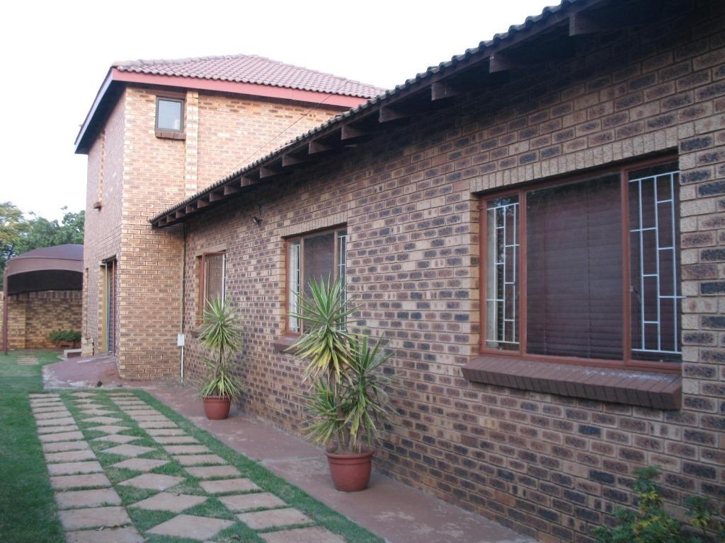4 BedroomHouse For Sale In Westonaria