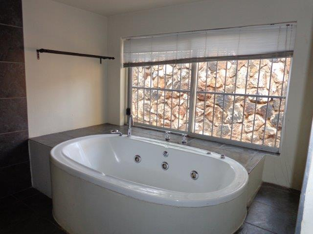 5 Bedroom House for sale in Waterkloof ENT0004727 : photo#8