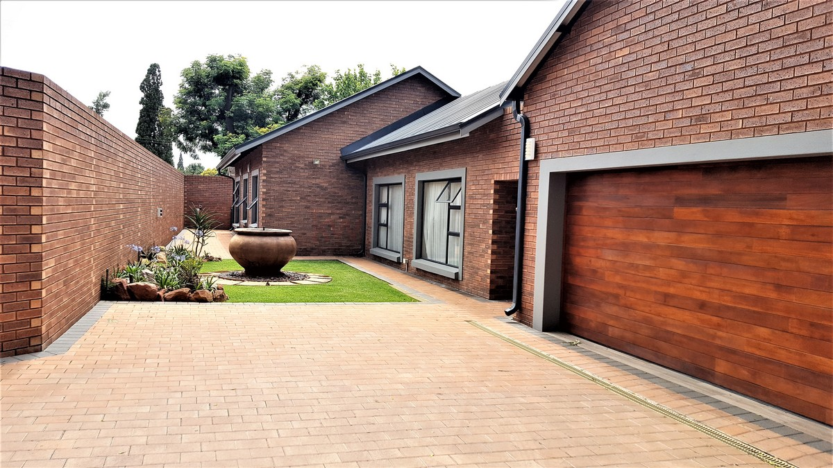 4 Bedroom House for sale in Randhart ENT0080568 : photo#0