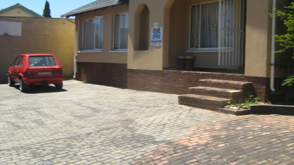 NEAT FAMILY HOME 3 BEDROOM