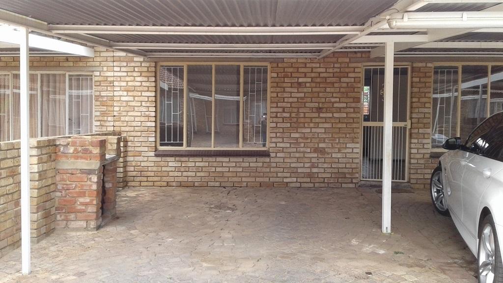 2 BedroomApartment Pending Sale In Die Bult