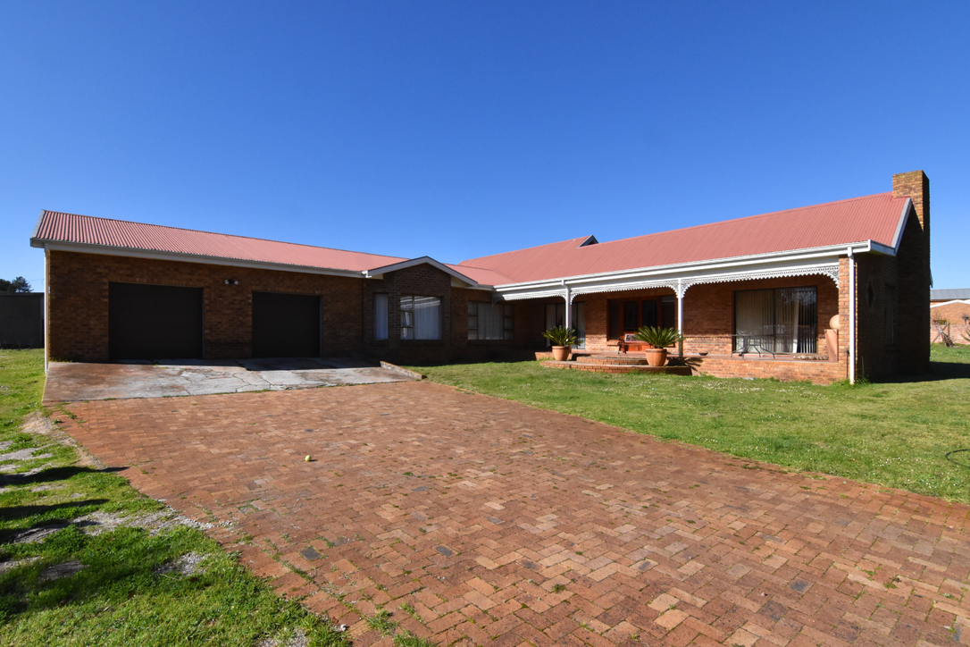 4 Bedroom Home on a small holding Property | Klipkop