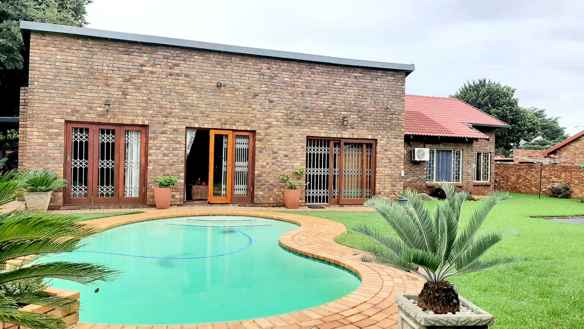 3 Bedroom House for Sale Rooihuiskraal North