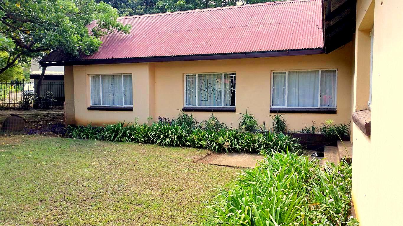 A Lovely 3 Bedroom Family home with 2 flats in Louis Trichardt