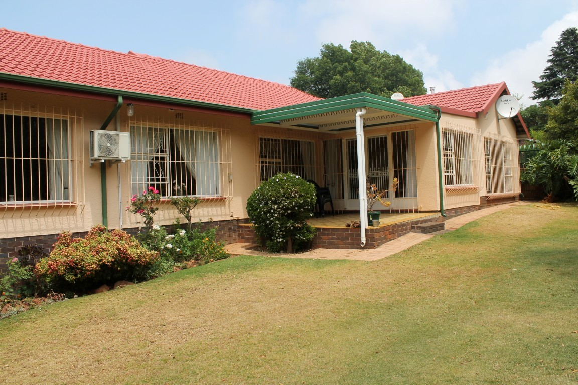 Ontdekkers Park - Lovely, secure 4 bed home with 4 garages close to Horison Primary