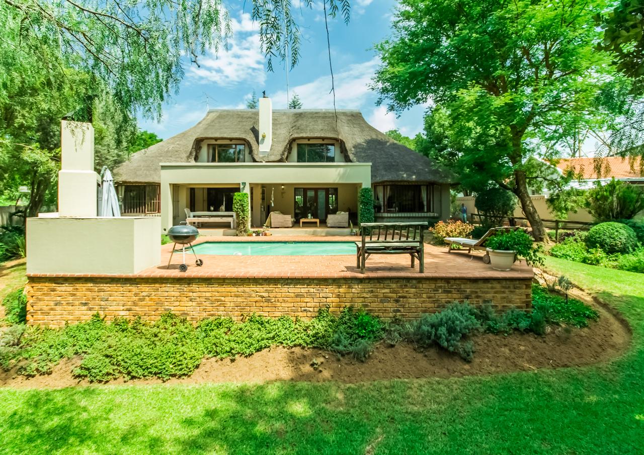 4 Bedroom Family home set in tranquil garden