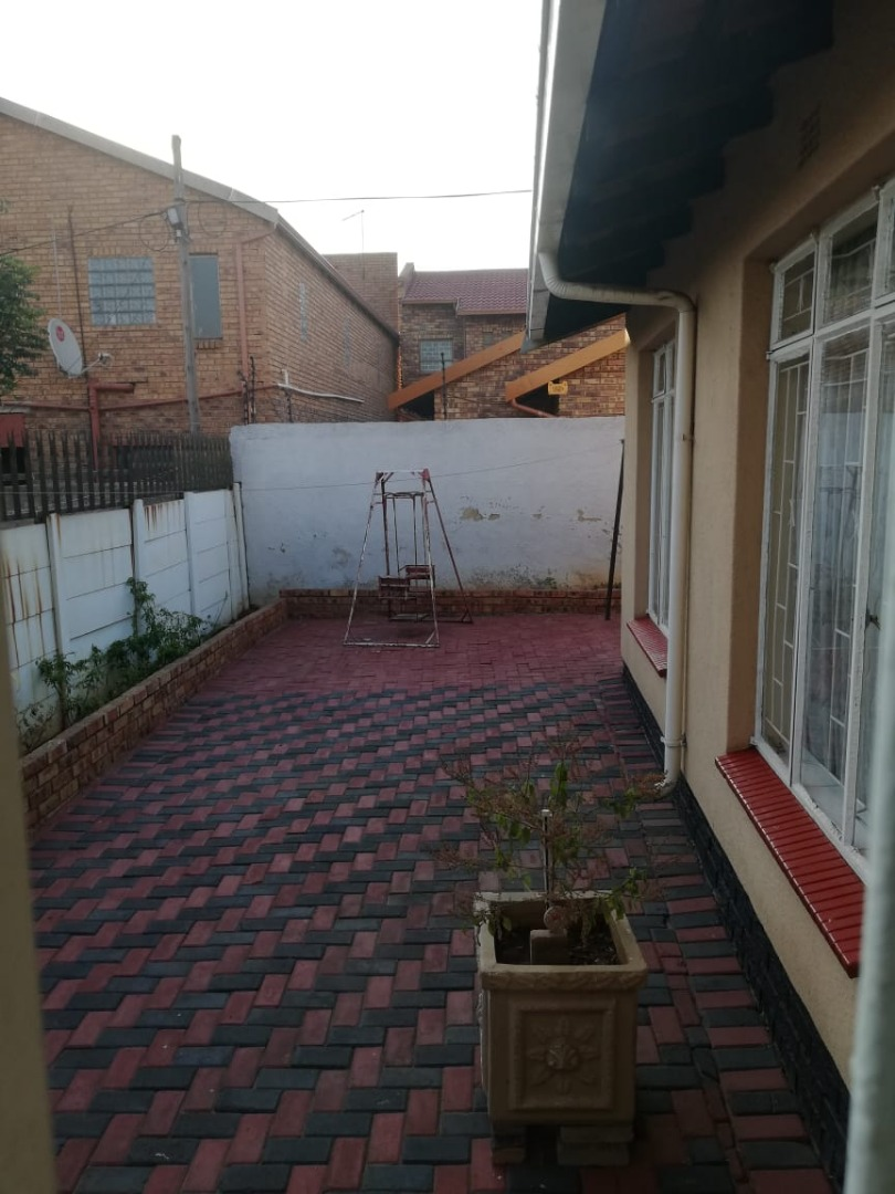 Immaculate 4 Bedroom Home in Actonville