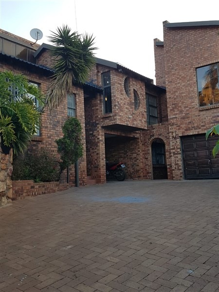 4 Bedroom House for sale in Kloofendal ENT0097142 : photo#0