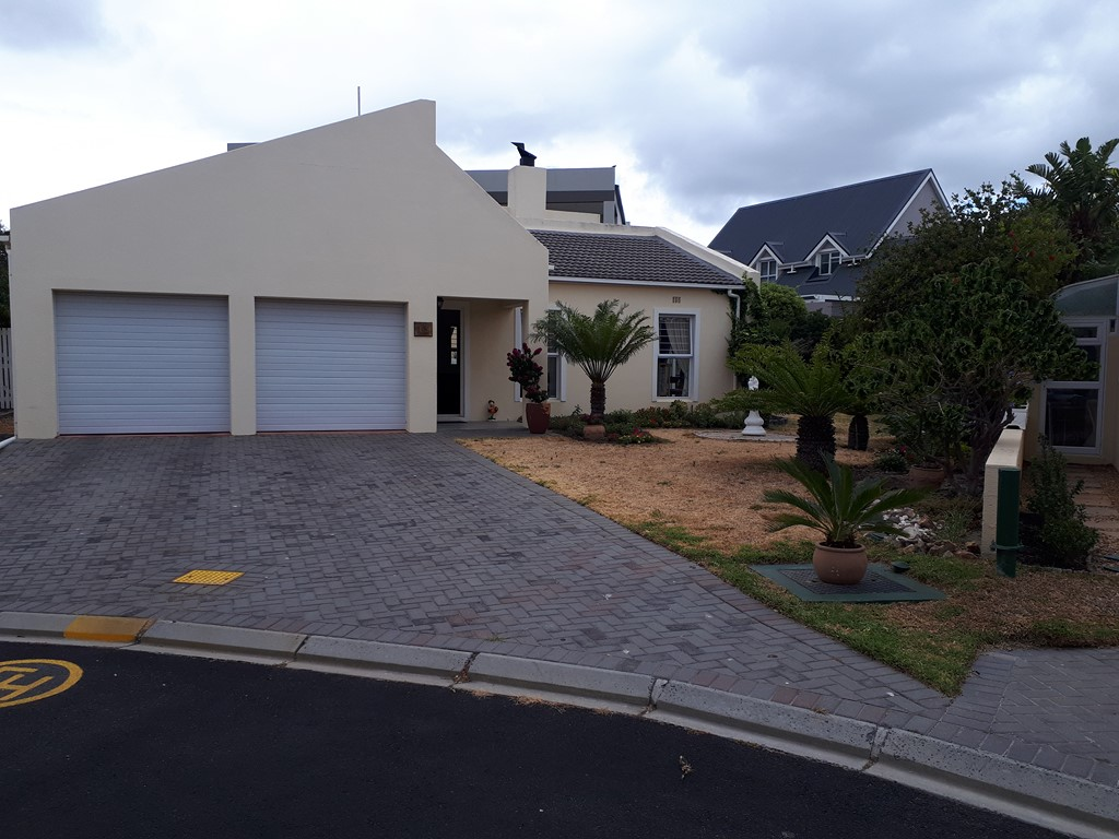3 BedroomHouse For Sale In Greenways Golf Estate