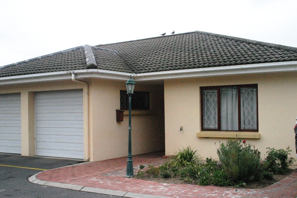 2 BedroomTownhouse For Sale In Stellenbosch Central