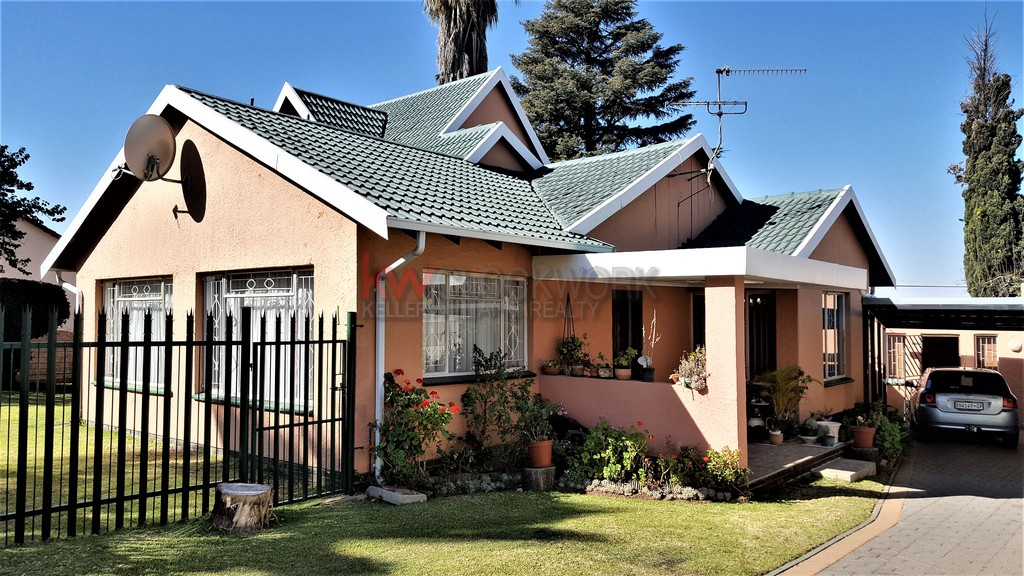 5 BedroomHouse For Sale In Randhart