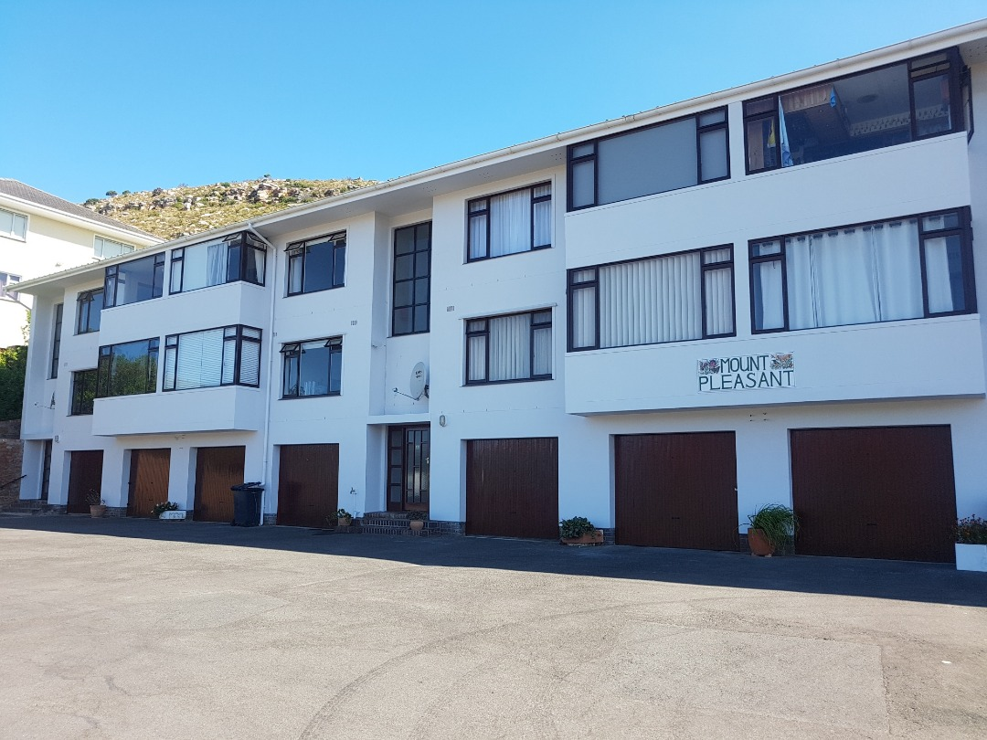 Spacious Apartment high up on the Fish Hoek Mountainside