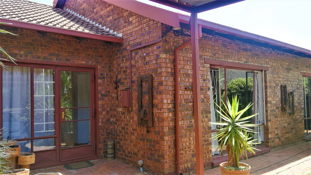 FAMILY HOME with Flatlet in Garsfontein Area